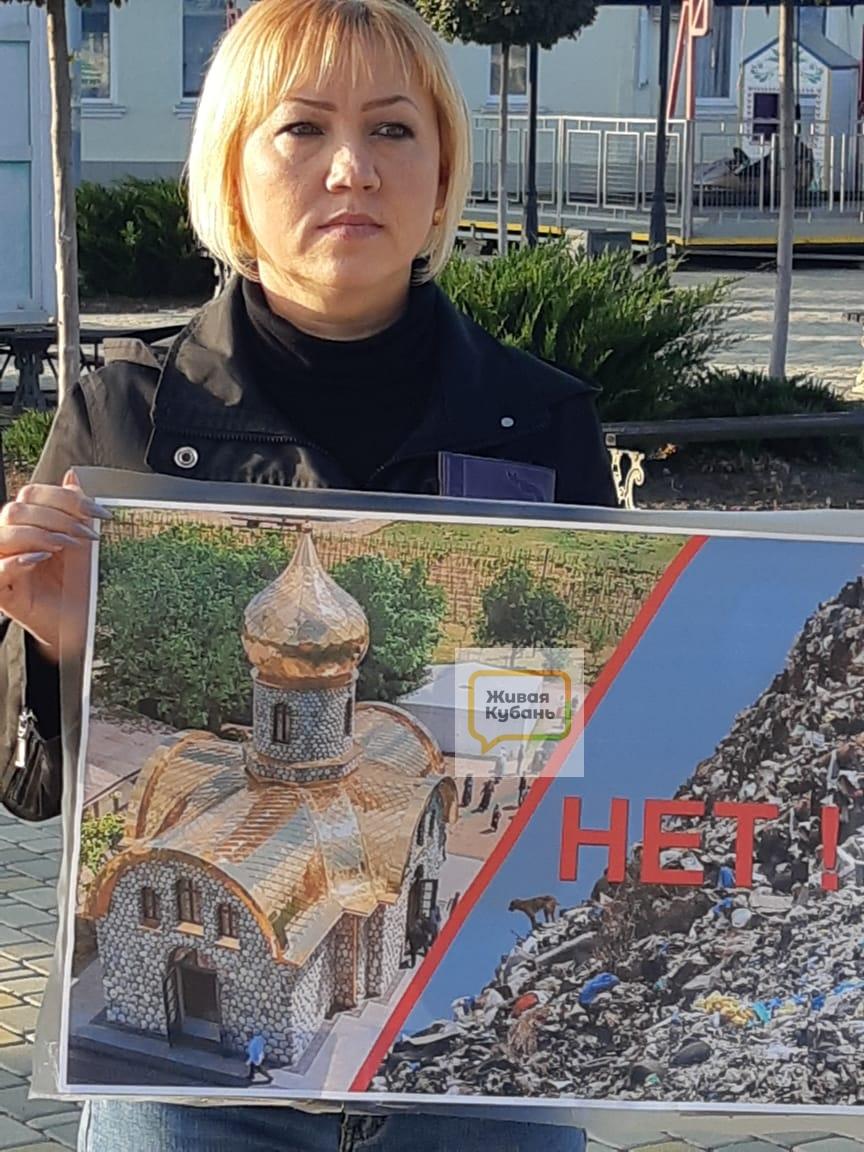 В Тимашевске прошли одиночные пикеты против мусорного полигона