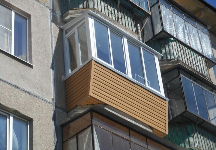 В Сочи с четвертого этажа выпал мужчина