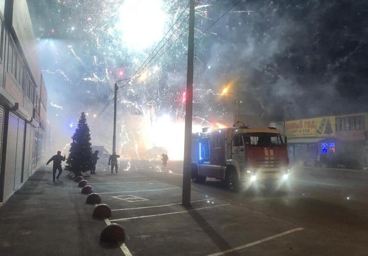 Павильон фейерверков загорелся в Ростове-на-Дону