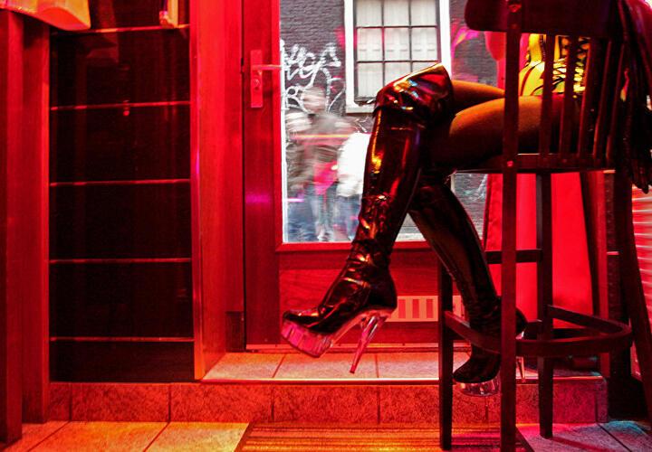 После бурной ночи проститутки-трансгендеры избили клиента