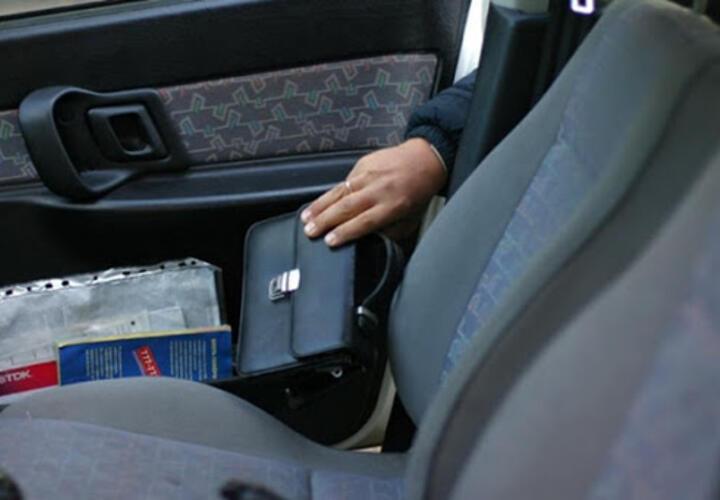 Приезжий украл из автомобиля жителя Кубани 200 тысяч рублей