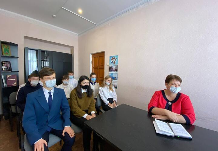 Депутат Алексей Езубов провел встречу с учащимися Ладожского техникума