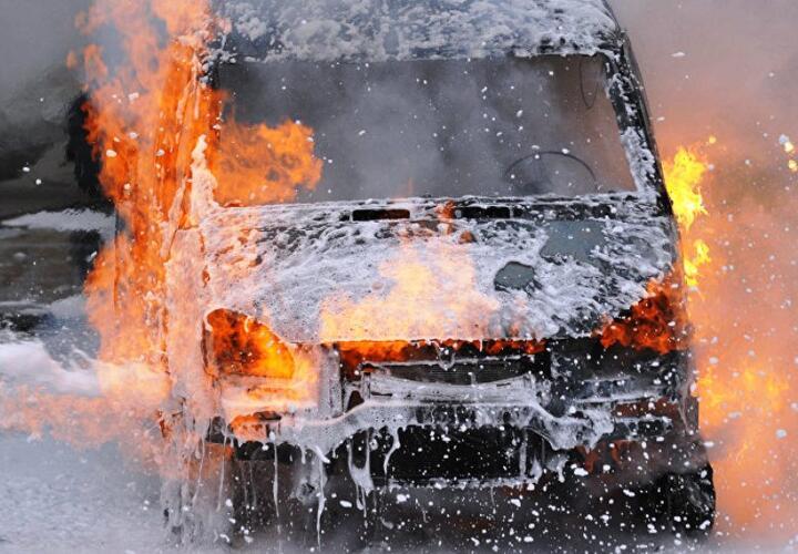 Горящую машину потушили в Адыгее
