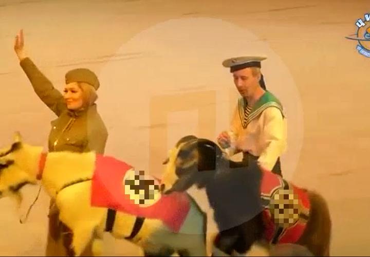 Госцирк показал рождественское шоу с козлами-нацистами