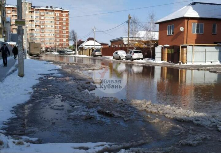 Из Парижской в Венецианскую: очередная улица Краснодара уходит под воду (ВИДЕО)