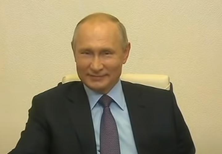 Президент России снял с госслужащих возрастные ограничения по службе