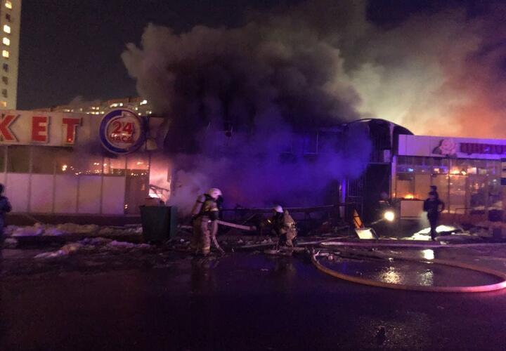 В Краснодаре один человек погиб при пожаре в шаурменной (ВИДЕО)