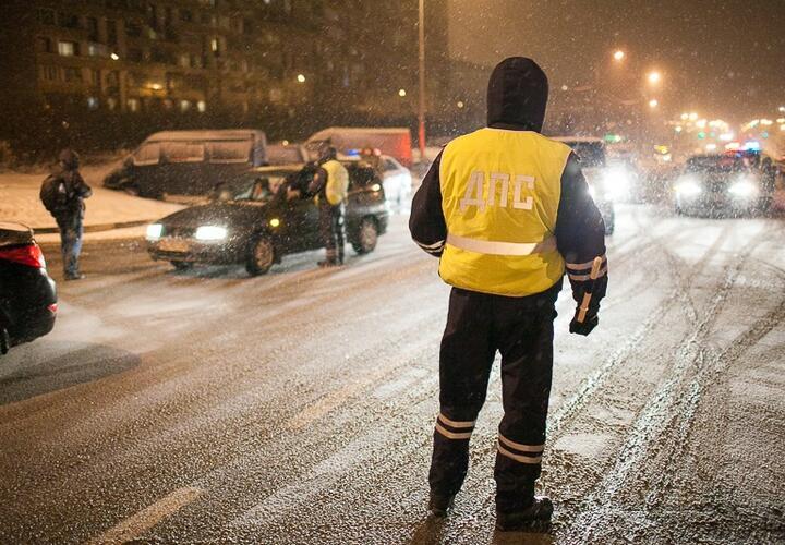 В Краснодарском крае двое полицейских спасли замерзшего мужчину