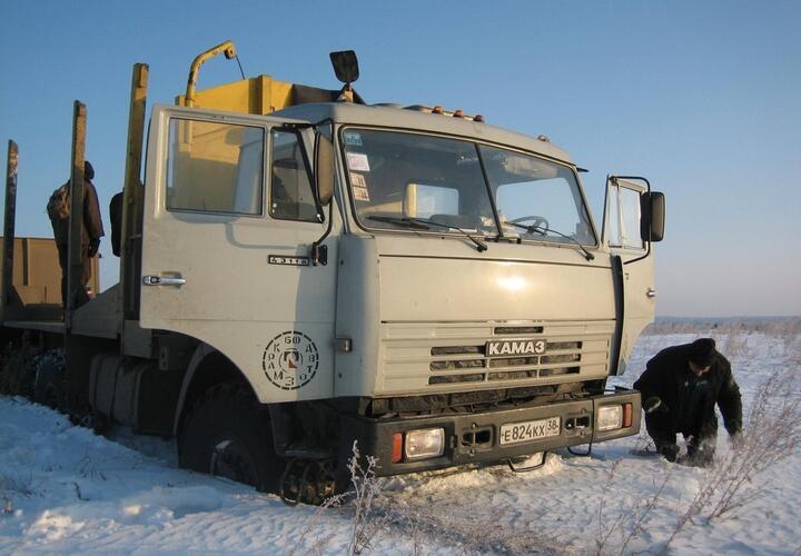 В Краснодарском крае КамАЗ почти на сутки застрял в грязи