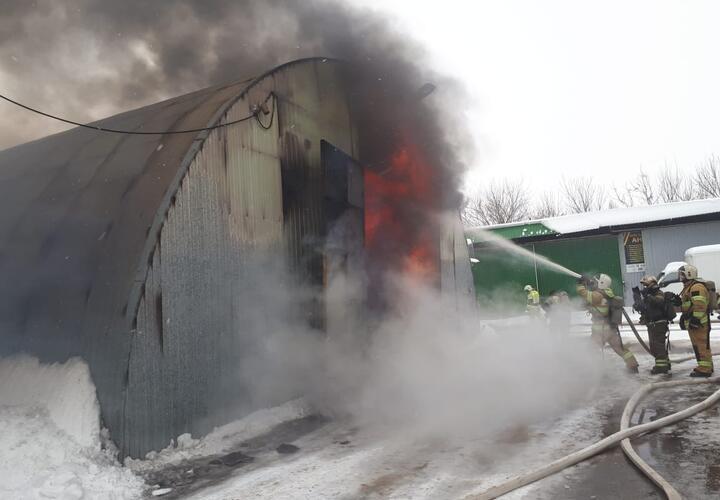 В Краснодаре тушат масштабный пожар (ВИДЕО)