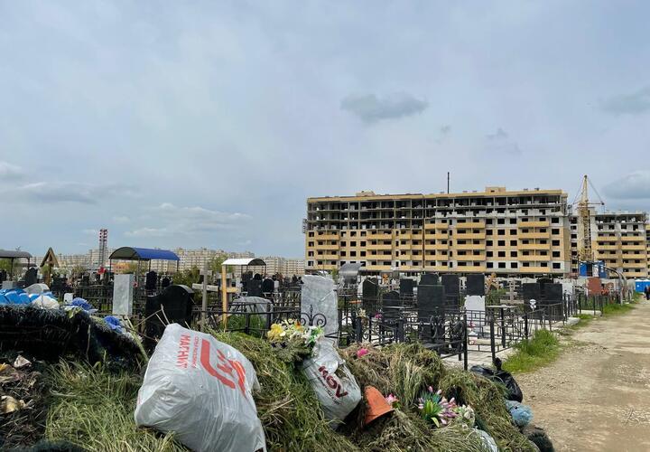 Кто остановит вандализм на Славянском кладбище в Краснодаре?