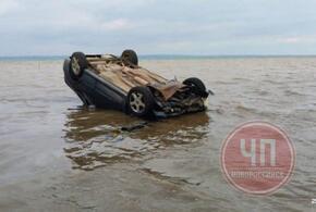 На Кубани автомобиль упал в Таманский залив
