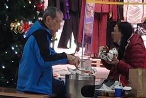 Интеллигентный новороссиец использовал урну вместо стола