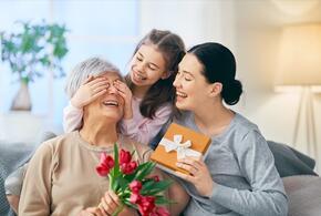 Сегодня в России отмечают День матери