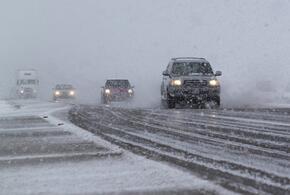 В Краснодарском крае снегопад обрушился на трассу