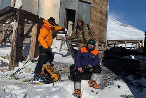 Заблудившийся на Эльбрусе турист найден живым