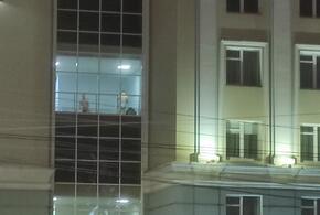 Голопопые мужчины засветились в здании правительства региона