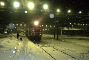 На железной дороге мальчику поездом отрезало ноги
