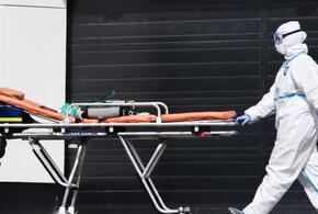 Пациент с COVID-19 скончался на улице после выписки из больницы