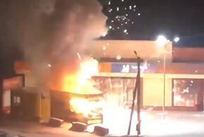 Пожар в магазине пиротехники стал гигантским фейерверком