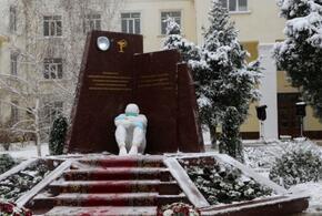В Дагестане открыли памятник погибшим в борьбе с коронавирусом медикам