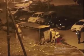 В Краснодаре из-за пожара на мусорке пострадал автомобиль