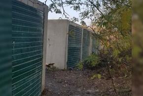 Мусор в Краснодаре спрятали в заброшенных гаражах