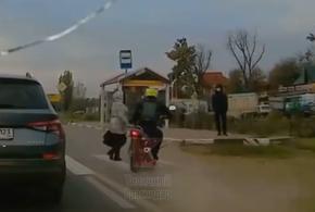 В Краснодаре разыскивается мотоциклист, сбивший женщину