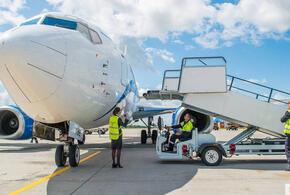В краснодарском аэропорту повредили самолет