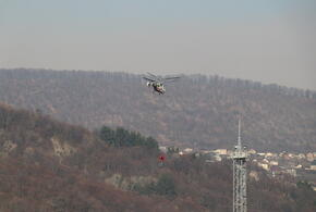 В Сочи и Туапсе с лесными пожарами борются вертолеты