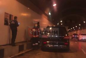 В Сочи иномарка врезалась в грузовик