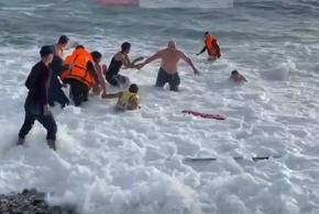 В Сочи утопающий турист почти час боролся за свою жизнь