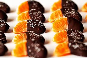 Врач: сыпь на шоколад и мандарины вовсе не аллергия