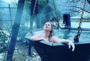 Анна Семенович поделилась пикантными фото из бани в Сочи