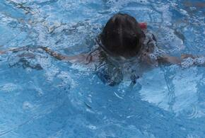 Девочка едва не утонула в бассейне в Сочи