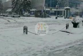 Краснодар завалило снегом
