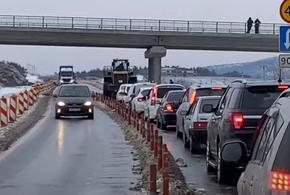 На трассе в Геленджике рабочие заблокировали машины скорой помощи (ВИДЕО)