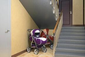 Россиянам запретили хранить детские коляски под лестницами