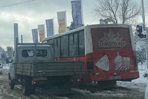 В Краснодаре автобус столкнулся с газелью
