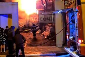 В районе сочинского аэропорта загорелся дом (ВИДЕО)