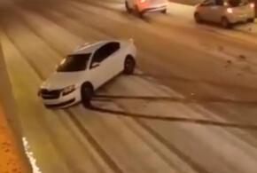 В Сочи из-за гололеда столкнулись три автомобиля (ВИДЕО)
