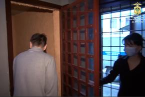 В Сочи приезжего задержали во время закладки наркотиков