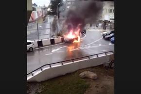 В Сочи у стадиона сгорел автомобиль