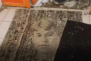 В столичном магазине ноги вытирают о портрет русского поэта (ВИДЕО)