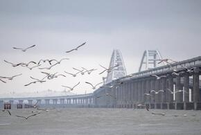 Крымский мост закрыли для проезда транспорта (ВИДЕО)