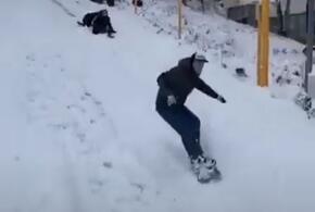 На тротуарах Сочи открылись лыжные трассы (ВИДЕО)