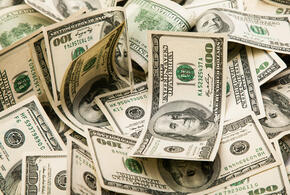 Российские олигархи заработали более миллиарда долларов