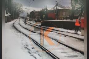 В Краснодаре фура вылетела на трамвайные пути