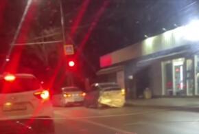 В Краснодаре пострадали пять автомобилей в вечернем ДТП