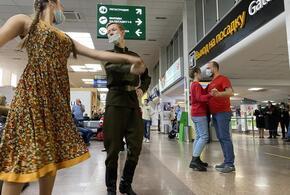 В Международном аэропорту Краснодар в 78-ую годовщину Сталинградской битвы прошла акция «Случайный вальс»